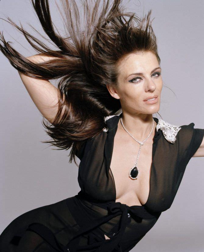 Элизабет Хёрли фото в чёрном платье