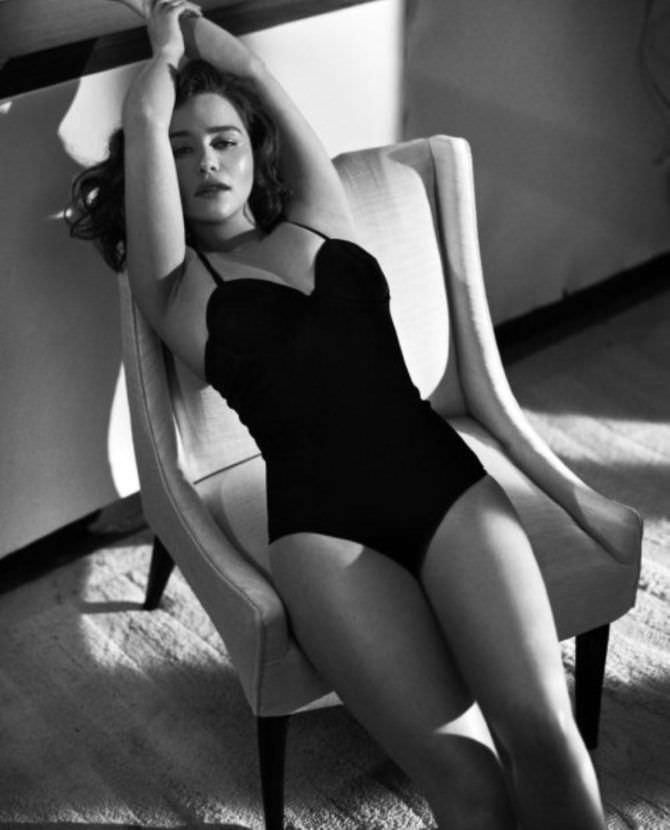 Эмилия Кларк фото в купальникедля журнала