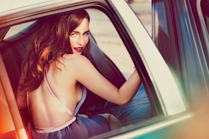 Эмилия Кларк фото в автомобиле