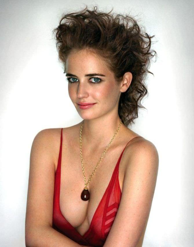 Ева Грин фото в красном платье