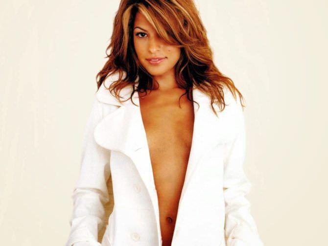 Ева Мендес фото в пальто