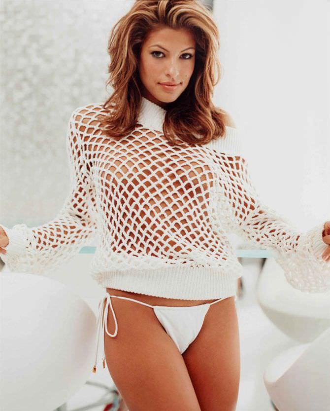 Ева Мендес фото в ажурной кофте