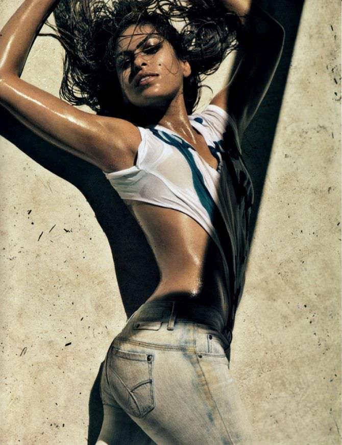 Ева Мендес фото в джинсах