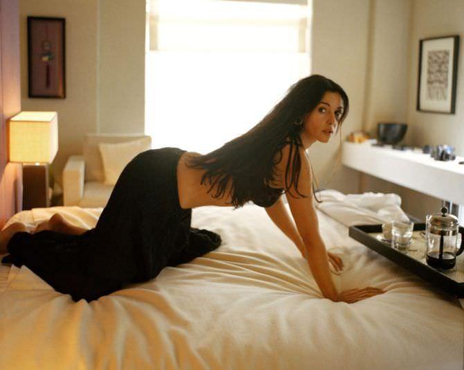 Моника Беллуччи фото в снятом платье