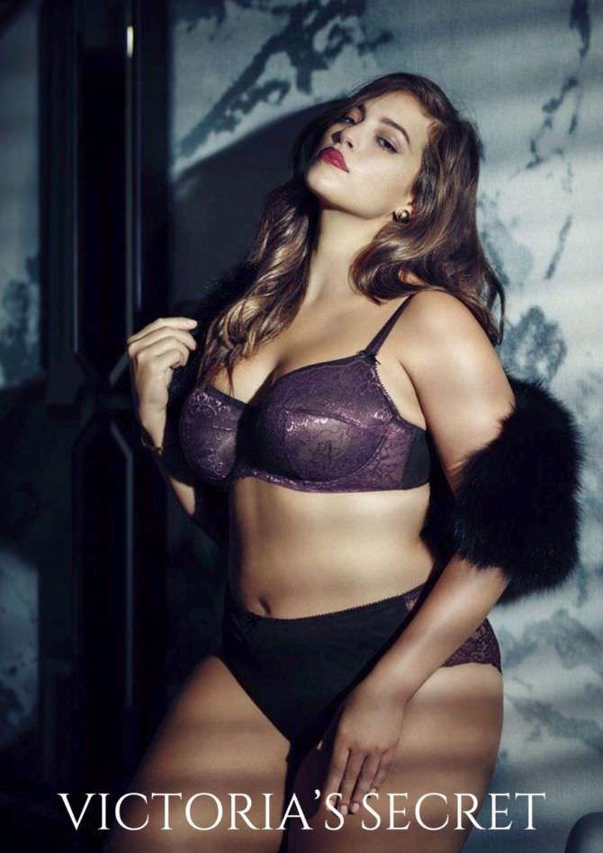 Эшли Грэм фото в фиолетовом белье