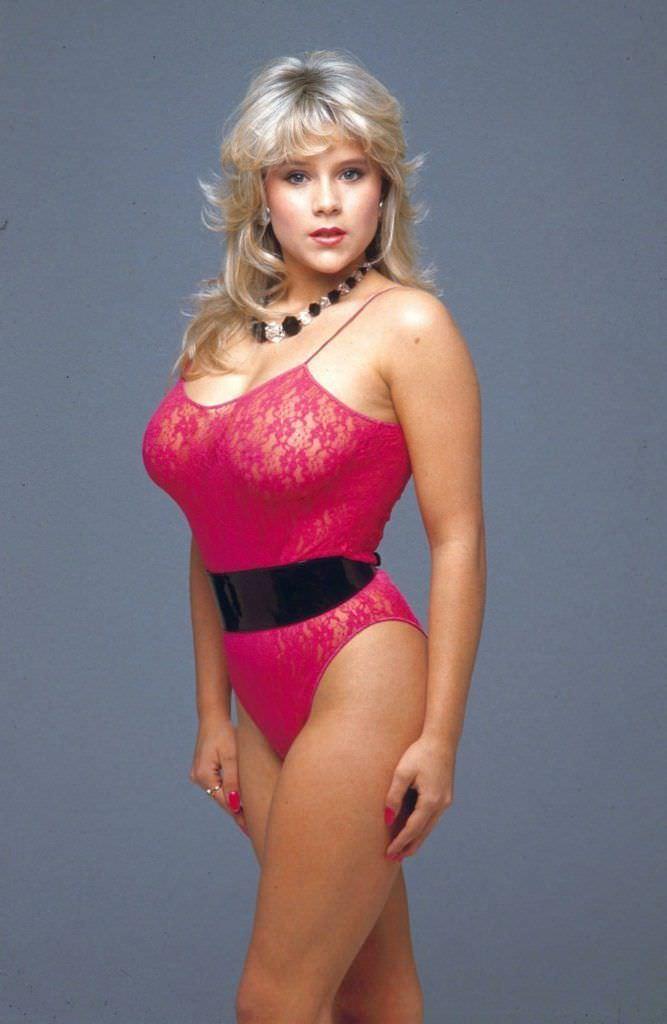 Саманта Фокс фото в розовом боди