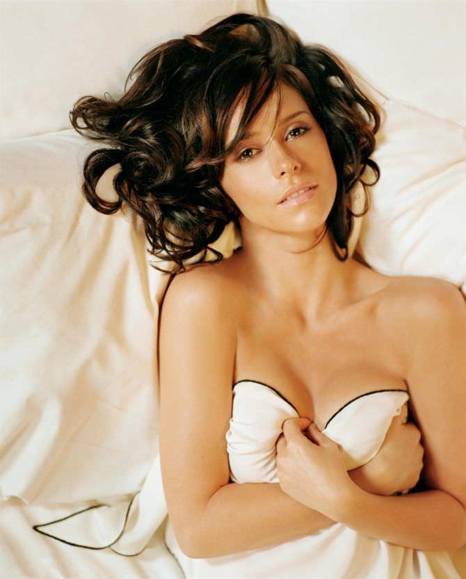 Дженнифер Лав Хьюитт фото в постели