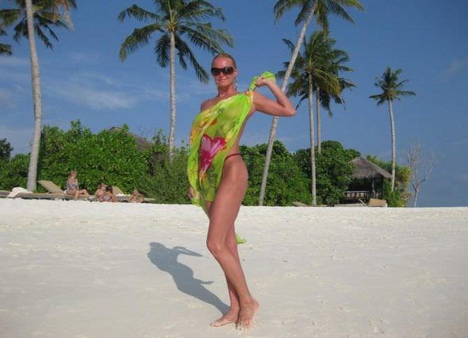Анастасия Волочкова фото с порео на пляже