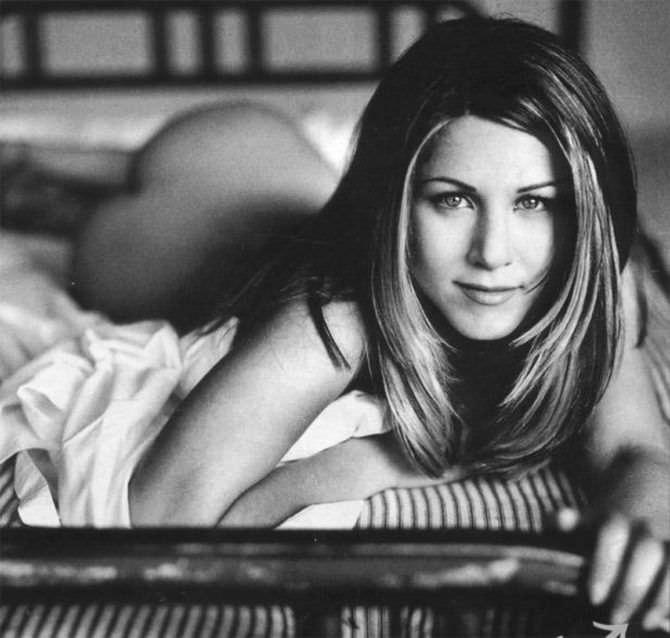 Дженнифер Энистон фото в постели