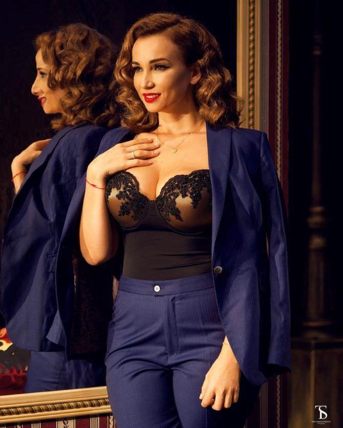 Анфиса Чехова фото в синем костюме