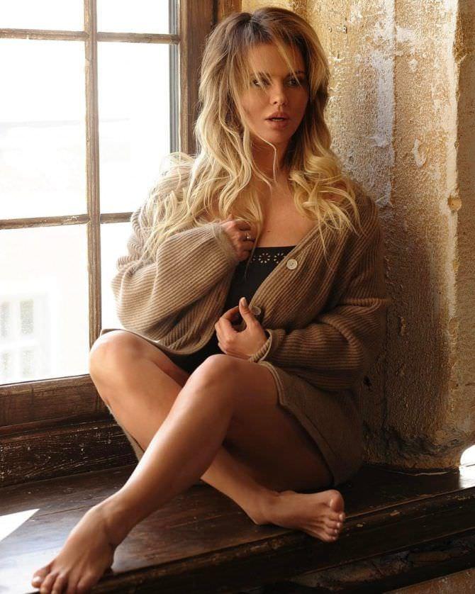 Анна Семенович фото на подоконнике