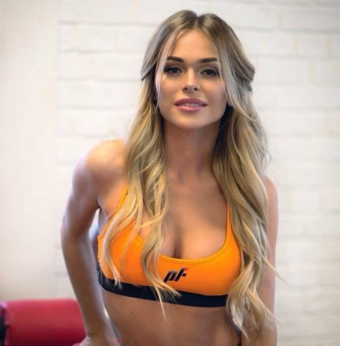 Анна Хилькевич фото в спортивном топе