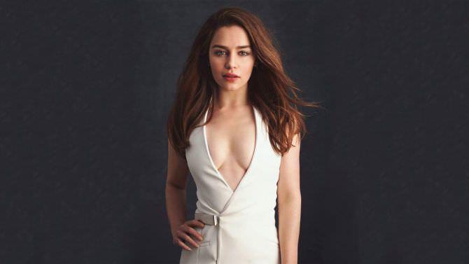 Эмилия Кларк фото в белом платье