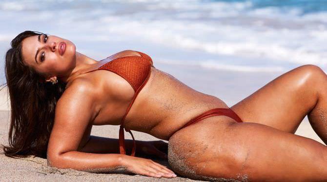 Эшли Грэм фото в оранжевом купальнике
