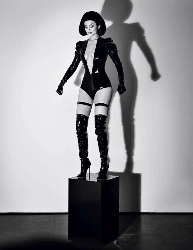 Кайли Дженнер фото в виде куклы