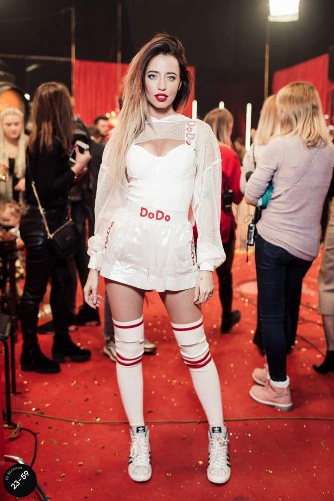 Надежда Дорофеева фото в концертном платье
