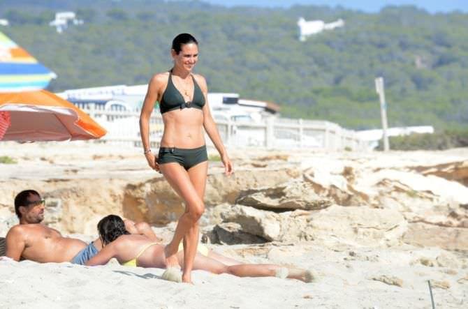 Дженнифер Коннелли фотография на пляже