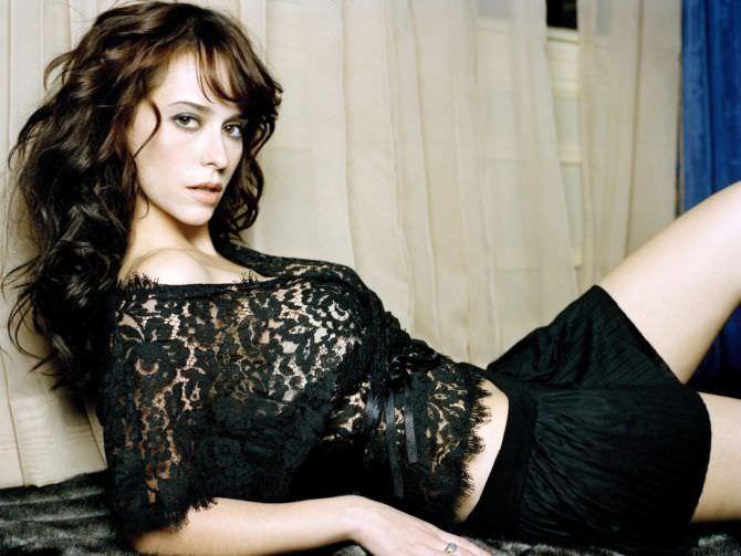 Дженнифер Лав Хьюитт фото в кружевной блузке