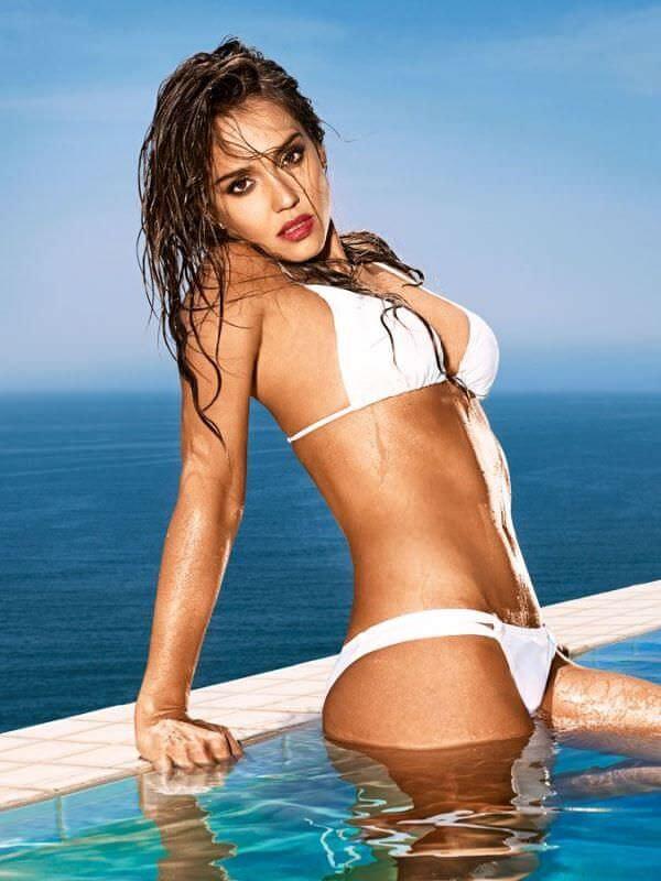 Джессика Альба фото в бассейне