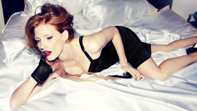Джессика Честейн фото на кровати