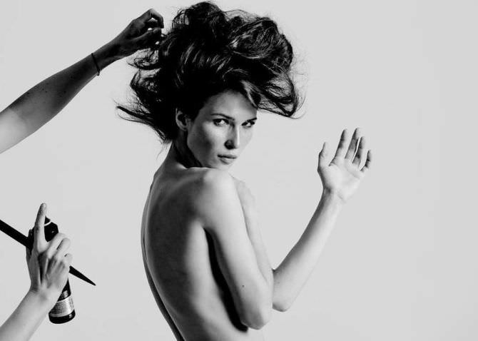 Лукерья Ильяшенко чёрно-белое фото топлесс