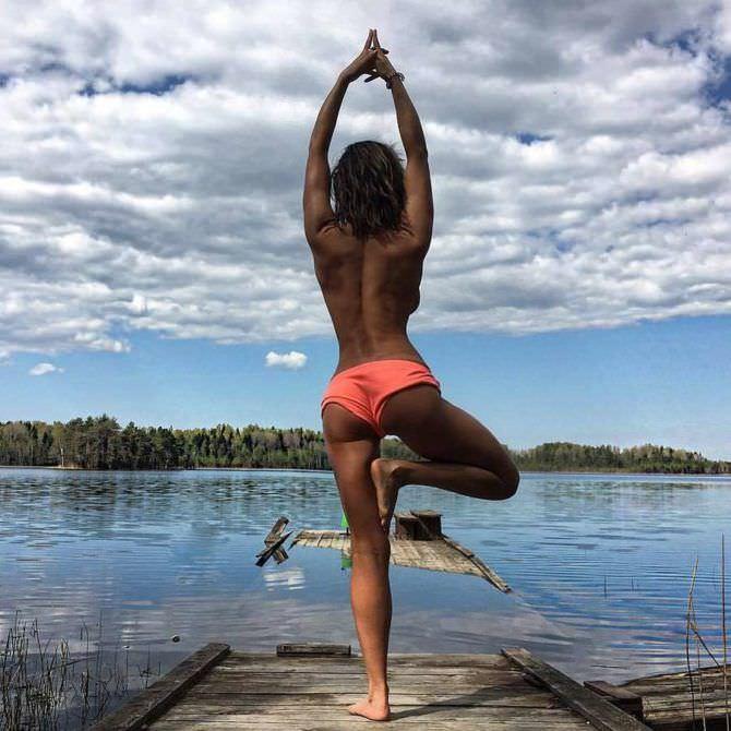 Карина Зверева фото на берегу