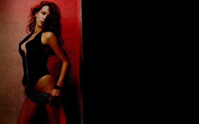 Кейт Бекинсейл фотография в жилетке