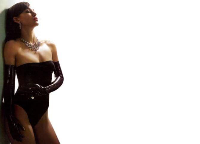 Кира Найтли фото в чёрном боди
