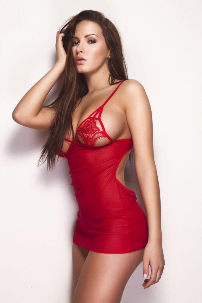 Сабина Емельянова фото в красной сорочке