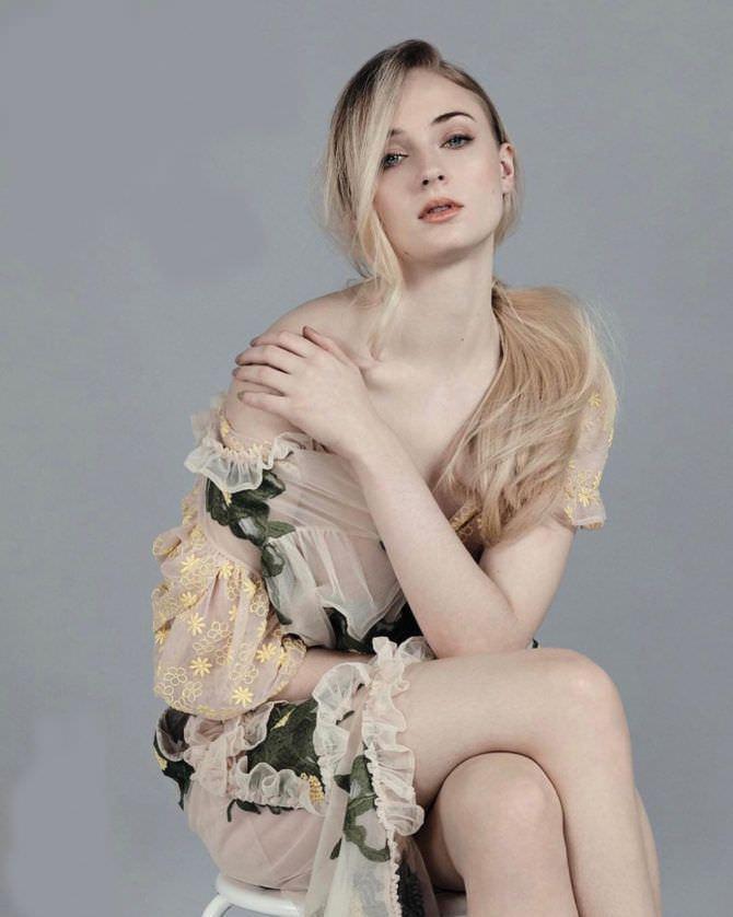 Софи Тёрнер фотосессия в летнем платье
