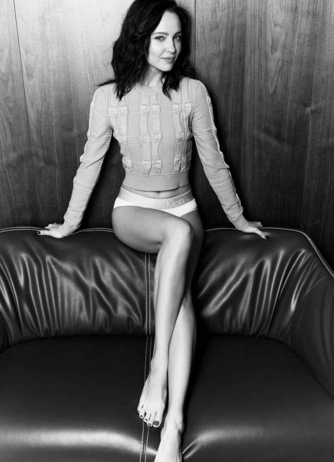 Юлия Хлынина фото на диване