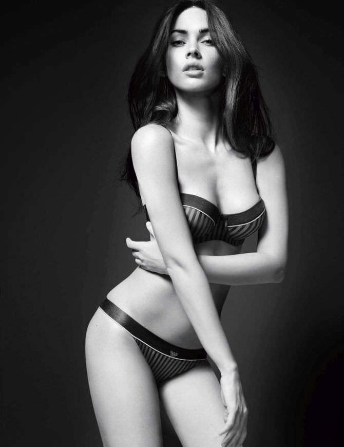 Меган Фокс фото в полосатом белье