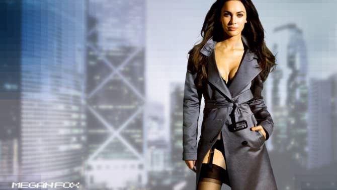 Меган Фокс фото в пальто