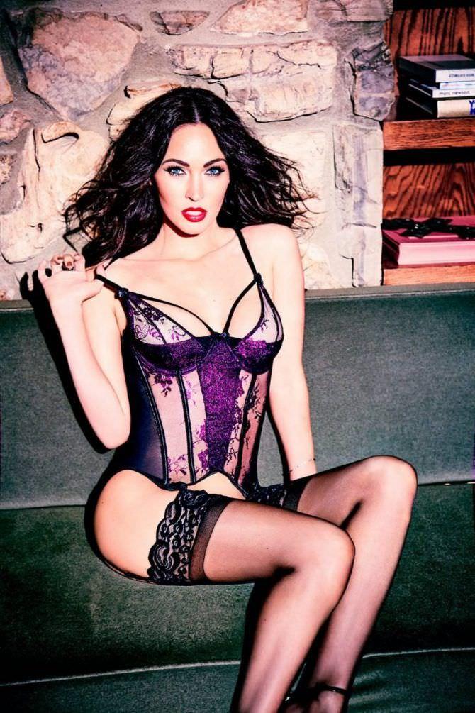 Меган Фокс фото в фиолетовом белье