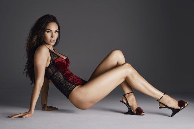 Меган Фокс фото в красном боди