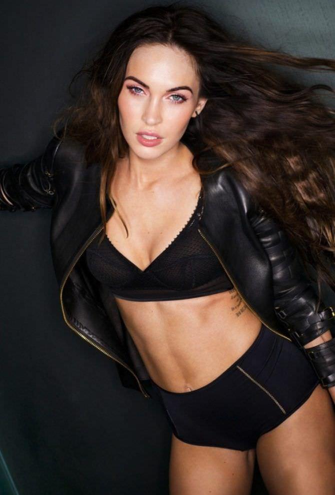 Меган Фокс фото в кожаной куртке