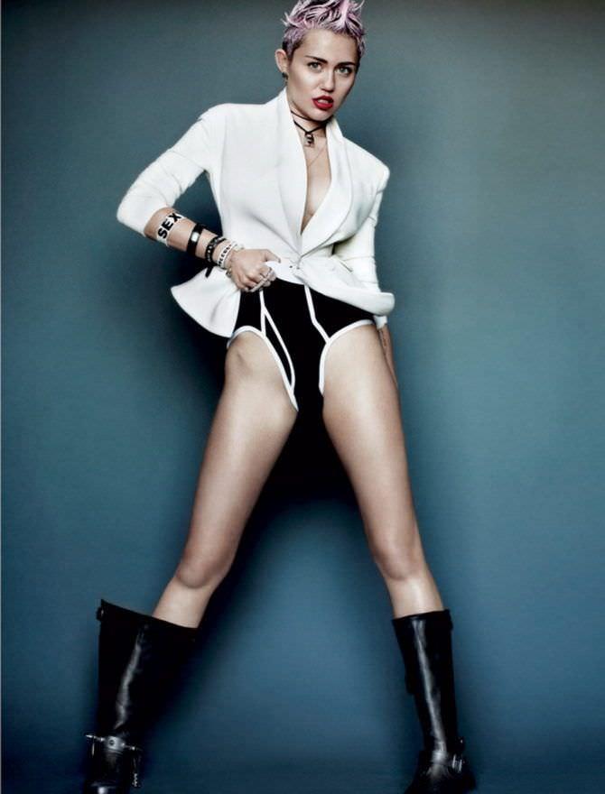 Майли Сайрус фото в белом пиджаке