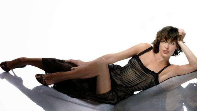Милла Йовович фото в вечернем платье