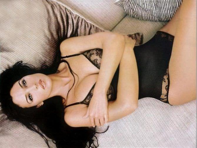 Моника Беллуччи фото в кружевном белье