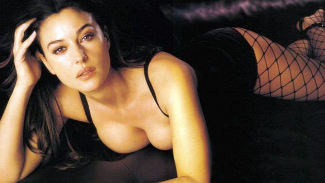Моника Беллуччи фото в колготках в сетку
