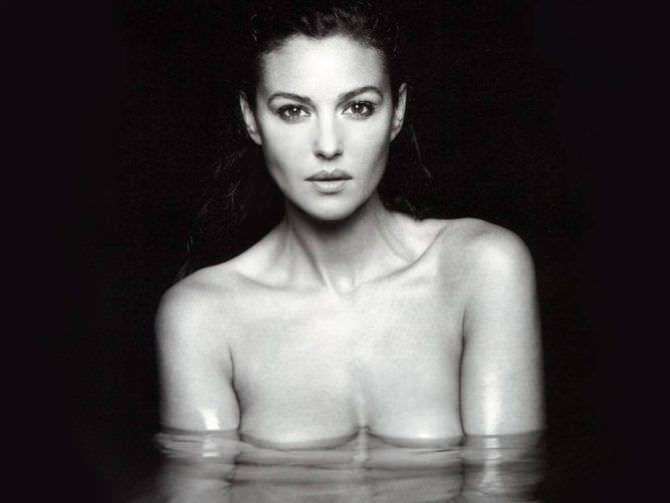 Моника Беллуччи фотография в воде
