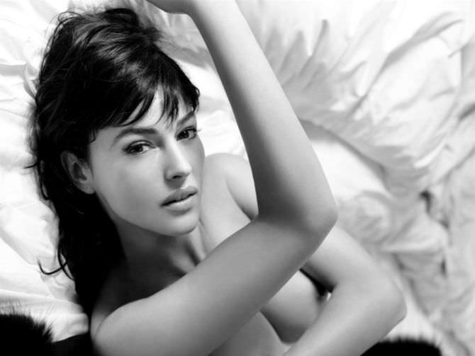 Моника Беллуччи фото в постели