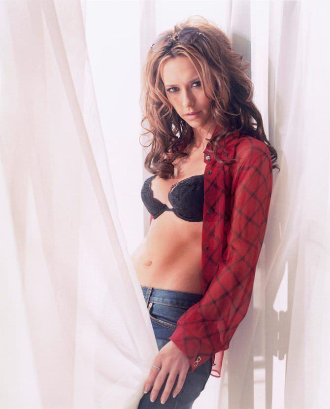 Дженнифер Лав Хьюитт фото в клетчатой рубашке