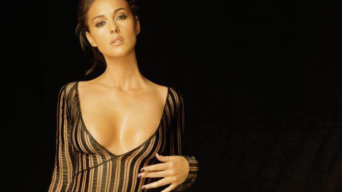 Моника Беллуччи фото в прозрачном платье