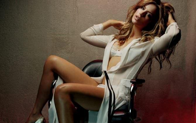 Кейт Бекинсейл фото в халате