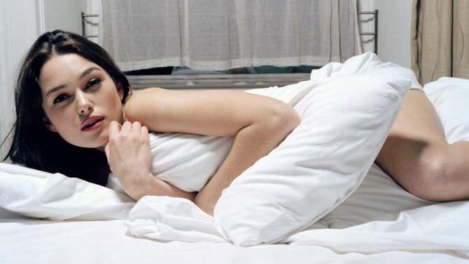Кира Найтли фото в постели