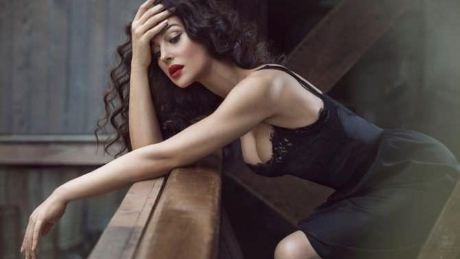 Моника Беллуччи фото на балконе