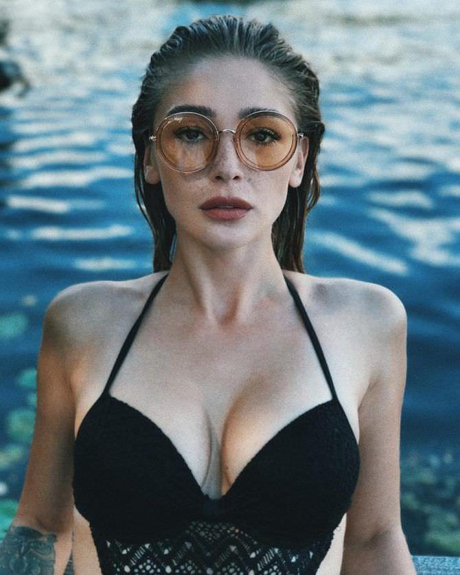 Анастасия Ивлеева фото в очках