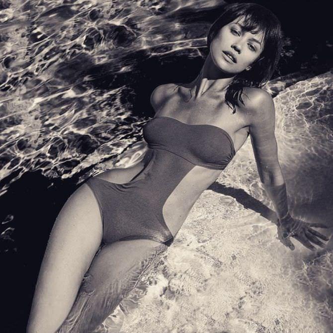 Ольга Куриленко фотосессия в купальнике