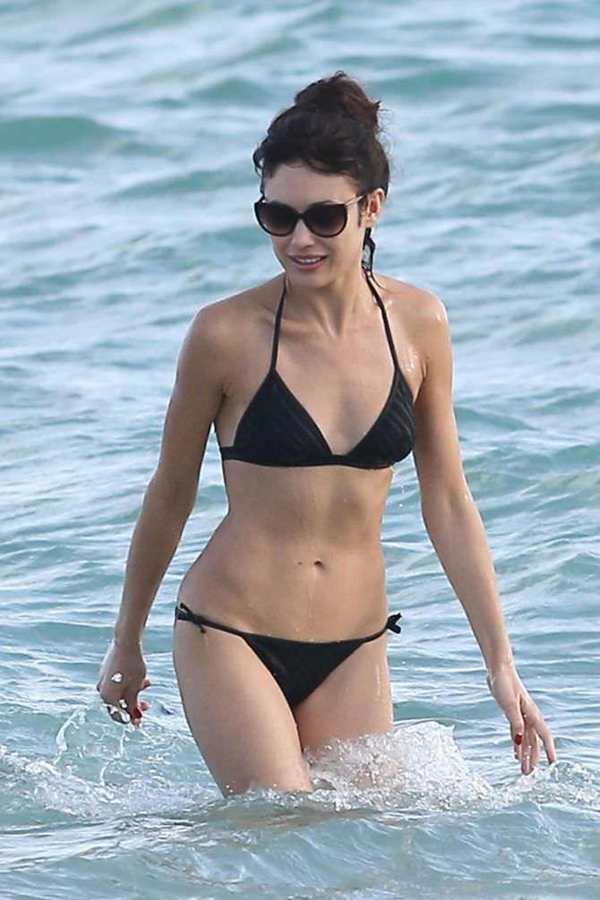 Ольга Куриленко фото в купальнике на пляже